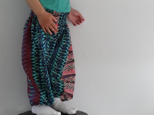 pantalón con cinturilla fruncida