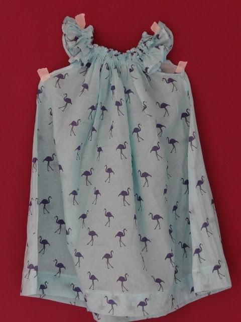 vestido con escote fruncido