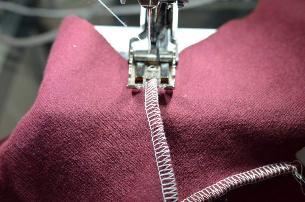 costura a vista imitando la recubridora